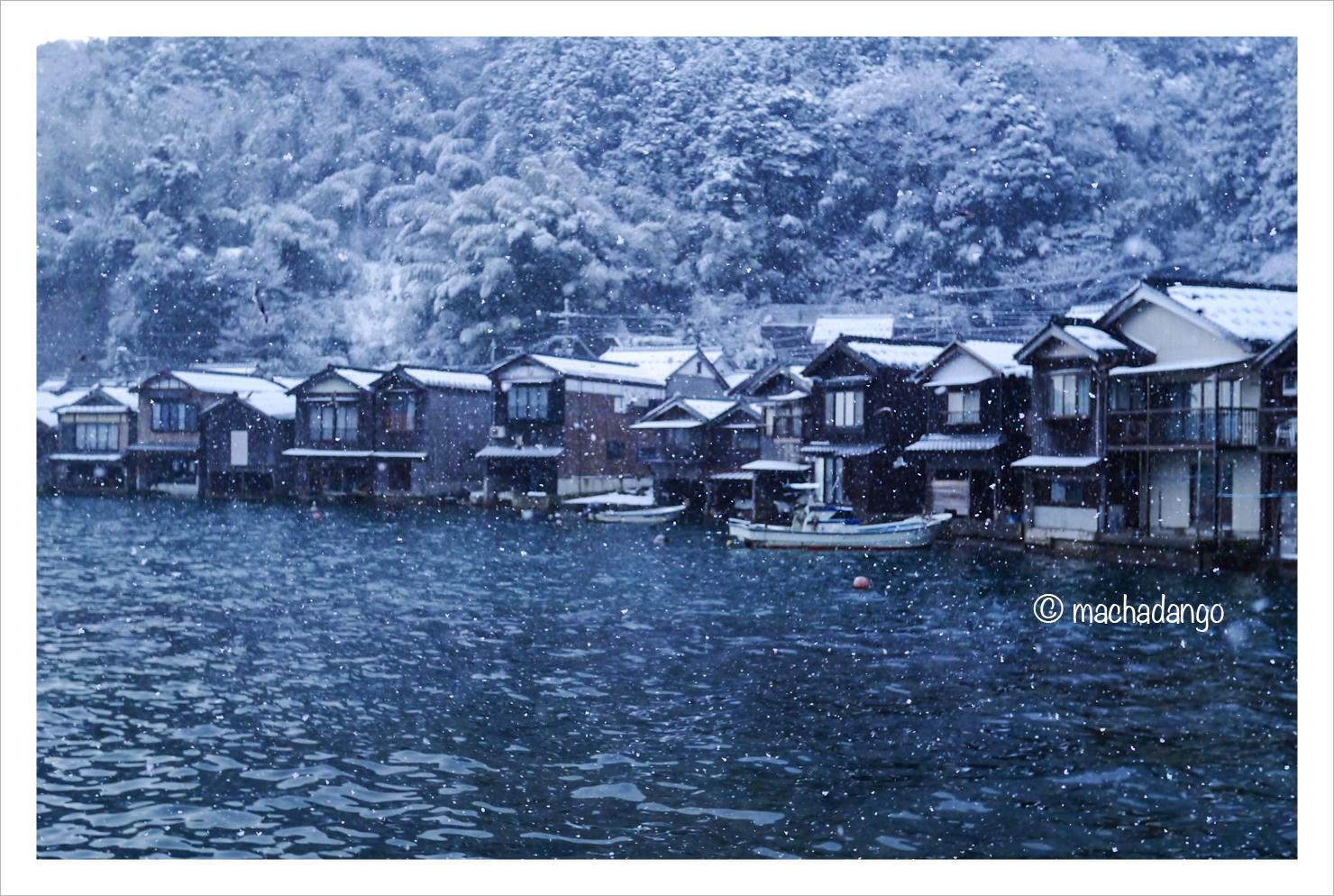 伊根雪景色
