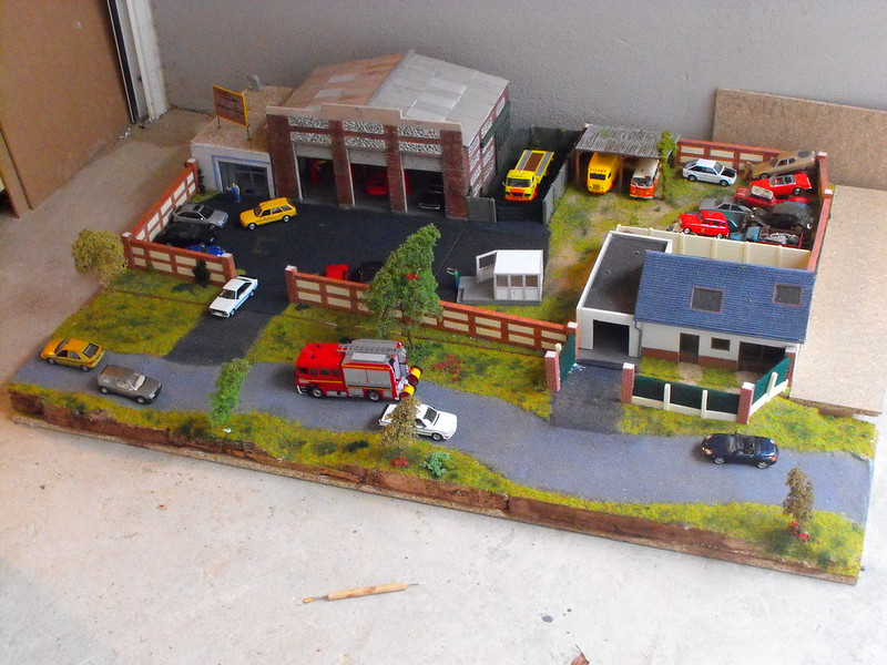 Construisez le garage moderne hachette collections 1 43 for Garage mini 77