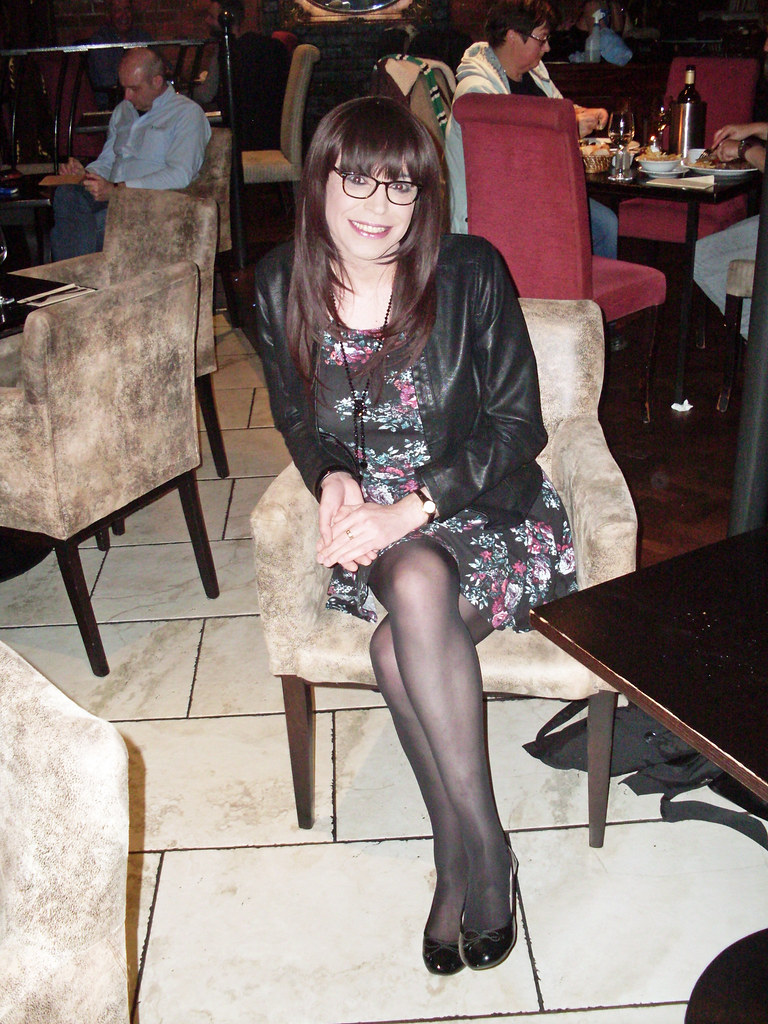 pantyhose-eat-out-amature-big-dick
