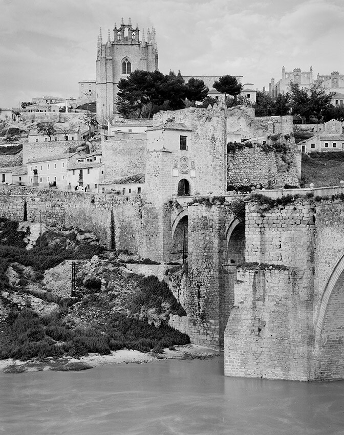 Puente de San Martín fotografiado por Evelyn Hofer en los años 50 © Evelyn Hofer