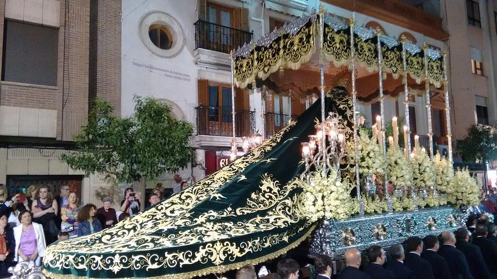 Pasa la Virgen de la Esperanza por Carrera Oficial