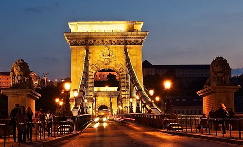 Majestic entrance of the chain bridge connecting Buda and Pest