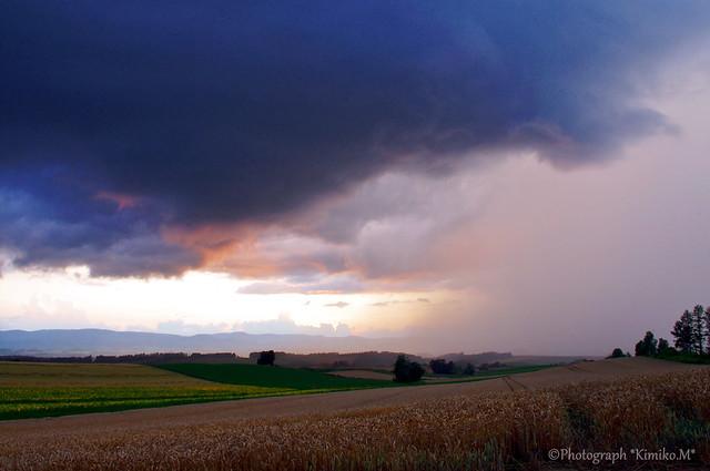 夕景と通り雨