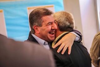 L'abbraccio con il sindaco Romagno