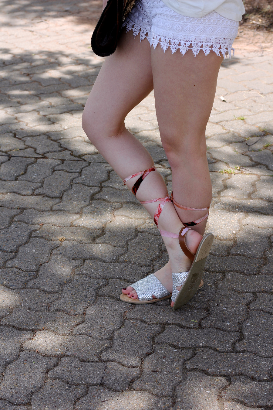 outfit-sandalen-diy-selfmade-stoff-silber-beine-legs-pale