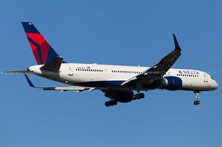 Delta Air Lines Boeing 757-2Q8(WL) cn 27620 N703TW