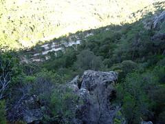 Sur un promontoire rocheux au-dessus du parking du Cavu : le parking