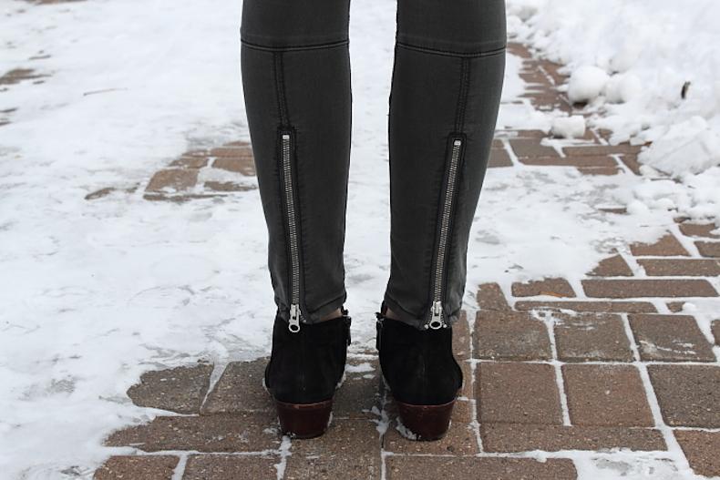 black-moto-zip-jeans