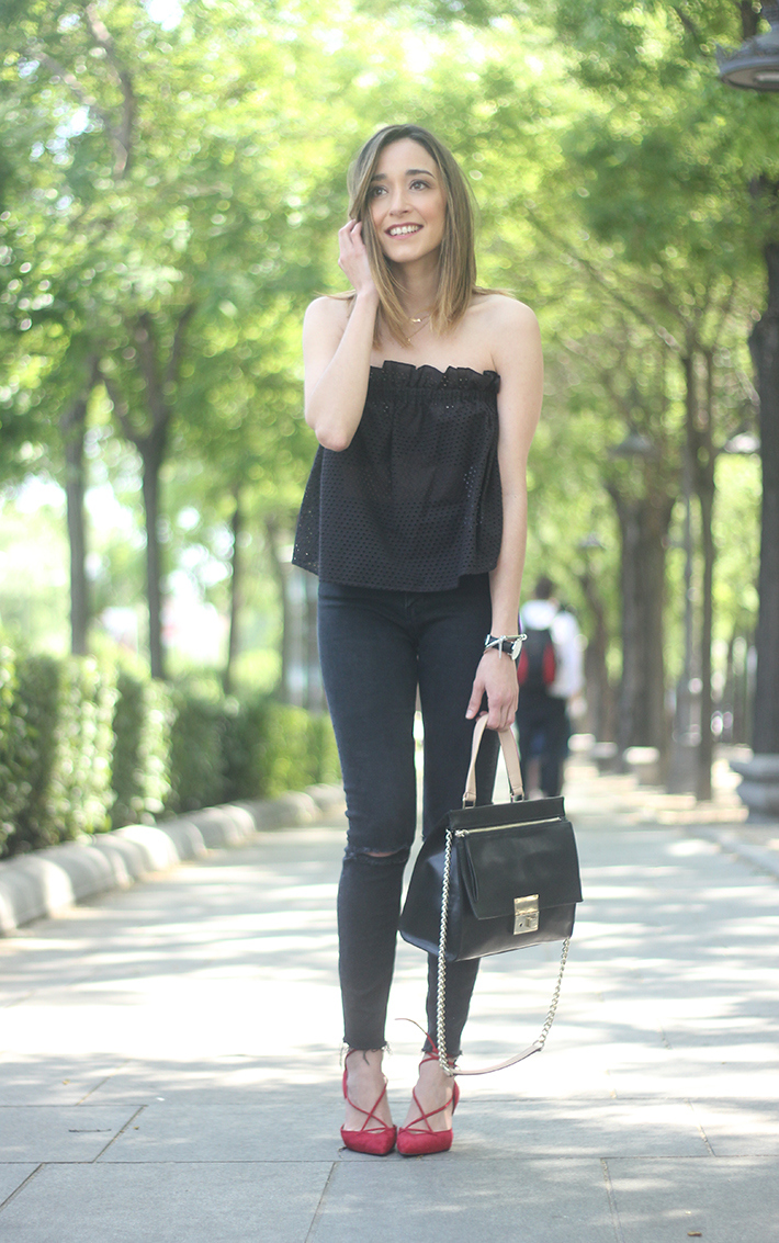 Black Outfit with red shoes14