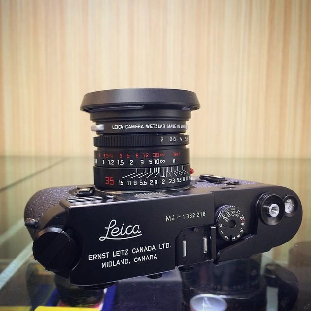 ... Leica Summicron-M 35mm F2 ASPH - Black Chrome / 11689 on Leica M4 -