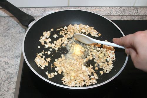 32 - Butter schmelzen lassen / Let butter melt