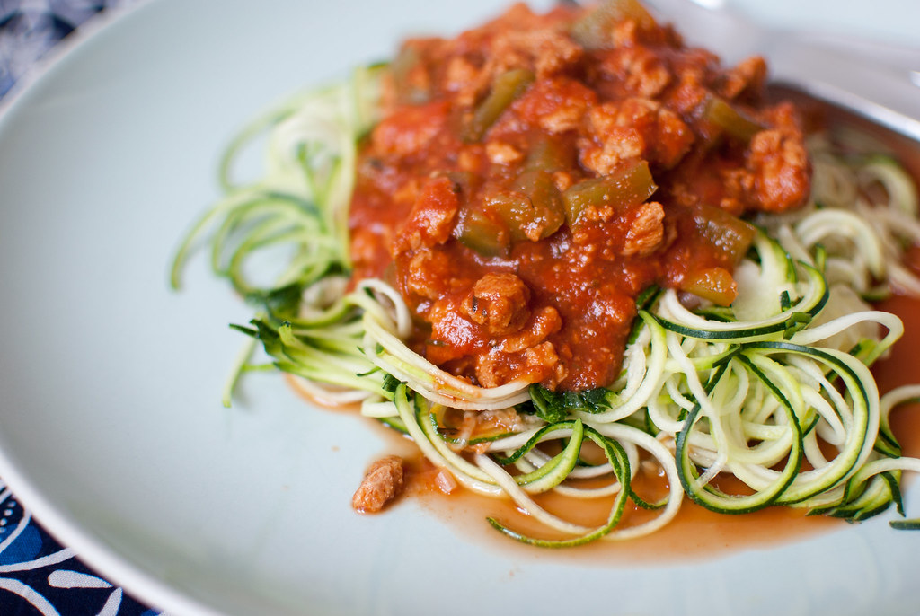 Monday vegan dinner raw zucchini noodles volognese for Cuisine yasmina