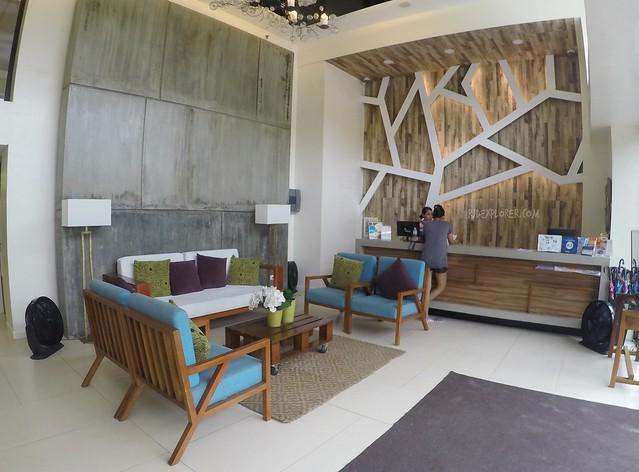 ferra hotel ceiling
