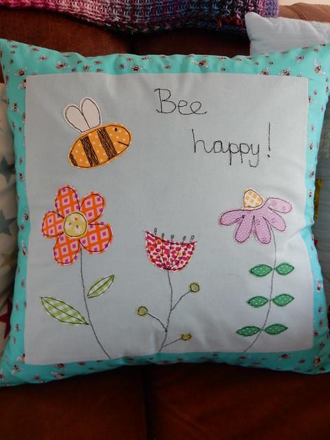 Bee cushion (2)
