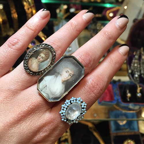 Good morning! This is just me missing the Las Vegas Antique Jewelry show and making note that attending one day instead of my normal two was a bad decision!! These rings were from @lenoredailey 's booth. 😍😍 #gemgossipdoesVegas #lasve