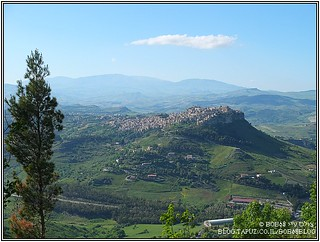 מבט מהמבצר ב- Enna אל Calascibetta