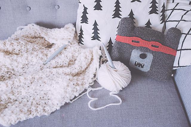 chunky yarn couverture tricotée