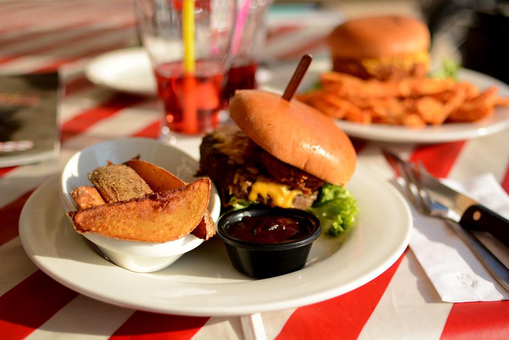 TGI-BBQ-Burger_2