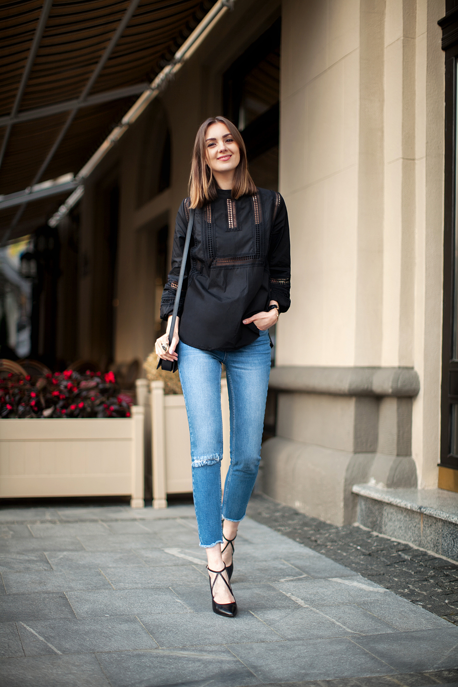 light-wash-mom-jeans-streetstyle-daily-outfits-blog