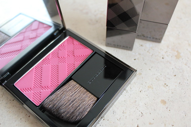 Burberry Light Glow Blush in Hydrangea Pink No. 10 swatches
