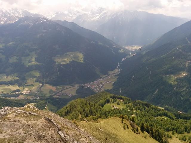 Blick vom Schönberg hinunter ins Tal