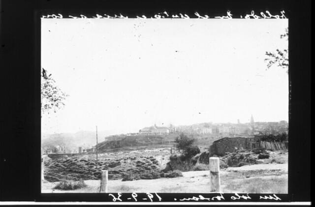 Vista de Toledo durante la guerra civil, asedio del Alcázar, 19 de septiembre de 1936. Fotografía de Santos Yubero © Archivo Regional de la Comunidad de Madrid, fondo fotográfico