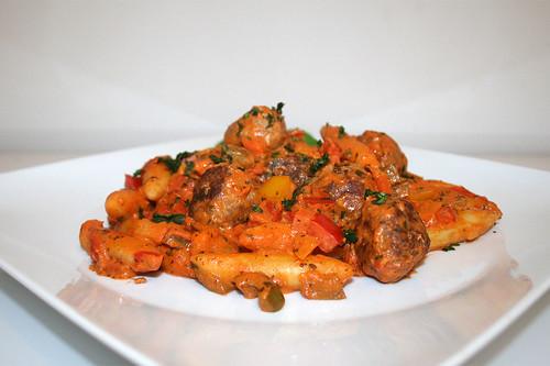 51 - Bell pepper potato noodle fry with meatballs - Side view / Paprika-Schupfnudelnpfanne mit Hackbällchen - Seitenansicht