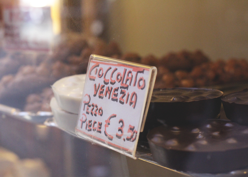 Chocolate in Venice, Bumpkin Betty
