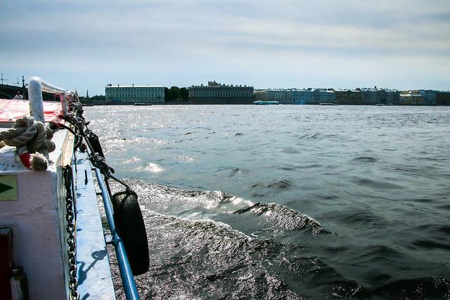 Neva river cruising in Saint Petersburg, Russia サンクトペテルブルク、ネヴァ川クルーズ船からの眺め