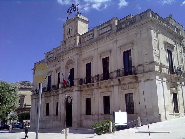 800px-Gioia_del_Colle_-_Palazzo_San_Domenico_-_Municipio