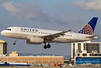 United A319 landing in LAX (Juan Carlos Guerra)