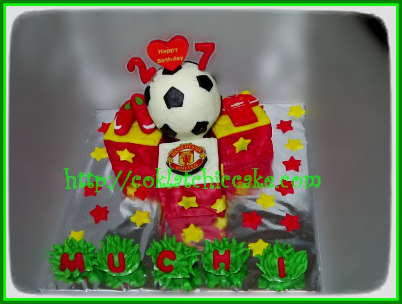 Miniature cake manchester united