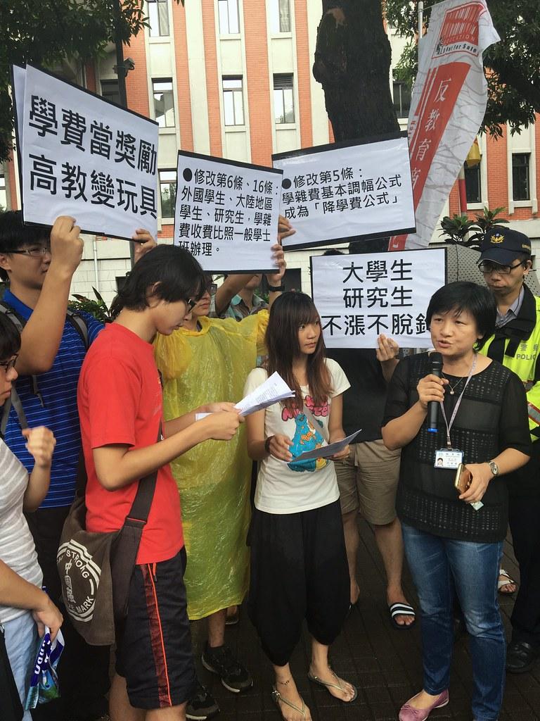 教育部高教司綜合規劃科科長李惠敏表示「一切會議上再討論」。(攝影:陳逸婷)