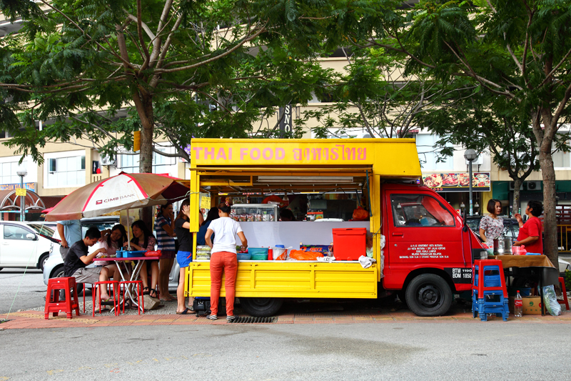Yellow-Thai-Food-Truck-Kepong