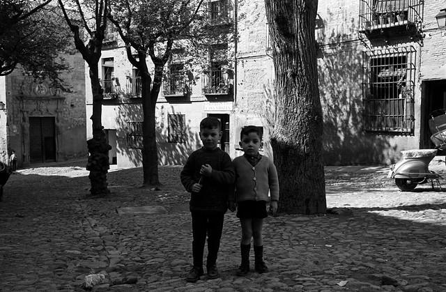 Niños en la Plaza de la Bellota en 1966 © Paco Gómez/Fundació Foto Colectania