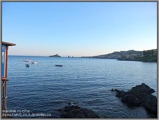 סיציליה - קו חוף הסמוך ל- Acireale