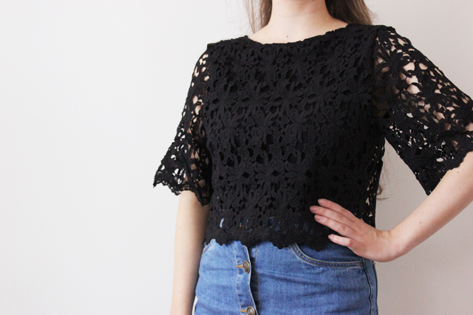 how to style a crop lace - lace cropped top - outfit cropped top