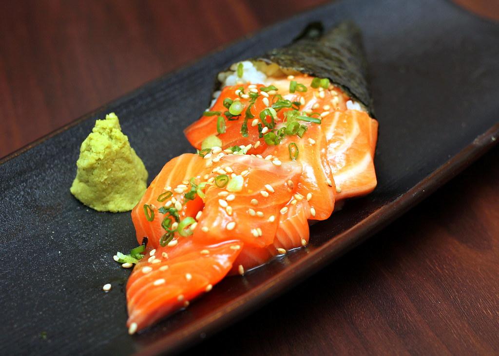 Sushiro: Salmon Explosion Temaki