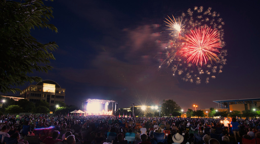 SSS-2015-fireworks-and-crowd-web