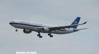 A330 de china southern et a350 du Qatar au dessus de Toulouse 22/05/2015