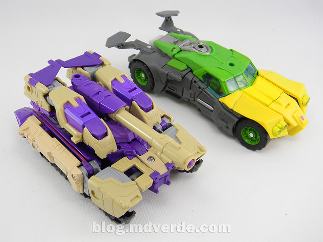 Transformers Blitzwing Voyager - Generations - modo tanque vs Springer