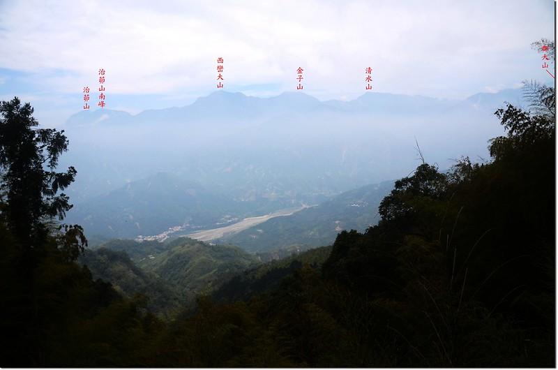 鳳凰山1625鞍東眺西巒連稜