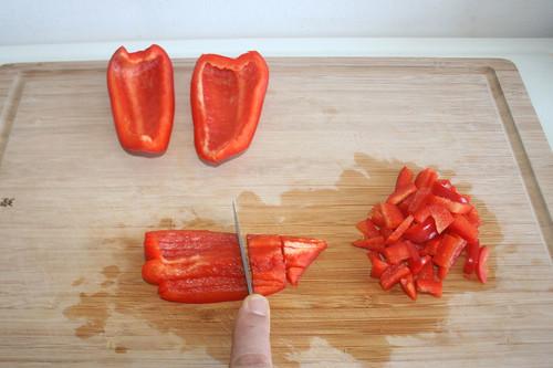 28 - Paprika zerkleinern / Cut bell pepper