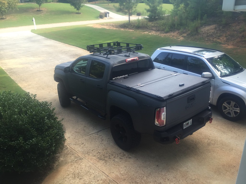 A Heavy Duty Truck Bed Cover On A Chevy Gmc Colorado Canyo