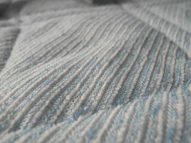 另一面是像毛巾布或棉麻材質的柔軟布面@N Cool接觸涼感系列寢具