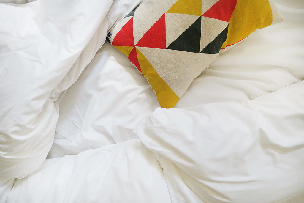 qbic-hotel-london-white-sheets-and-pillows-lifestyle