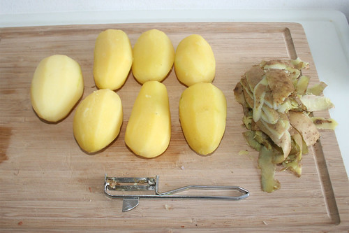 18 - Kartoffeln schälen / Peel potatoes