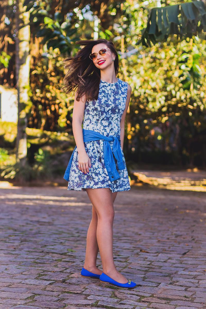 8-look do dia vestido florido com camisa jeans amarrada jana taffarel blog sempre glamour