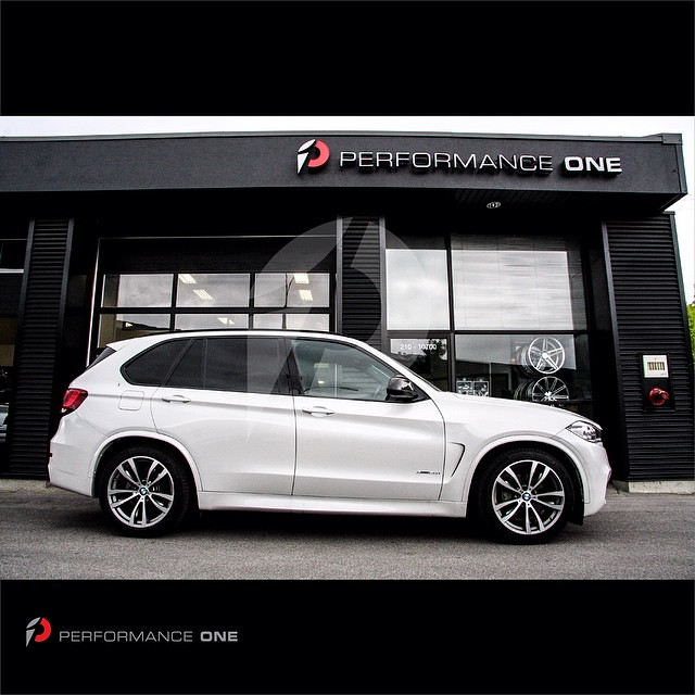 H&R Sport Spring kit with self-leveling for BMW F15 X5   #BMW | #F15 | #X5 | #F15X5 | #hrsprings | #suspension | #springs | #performance | #bmwperformance | #bmwmperformance | #performanceone | #awg | #autowest | #autowestgroup | @hrsprings