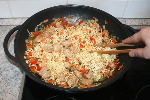 51 - Nudeln, Gemüse & Fleisch vermischen / Mix noodles, vegetables & meat